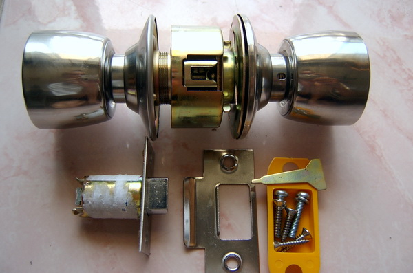 Fitting Thai Door Locks