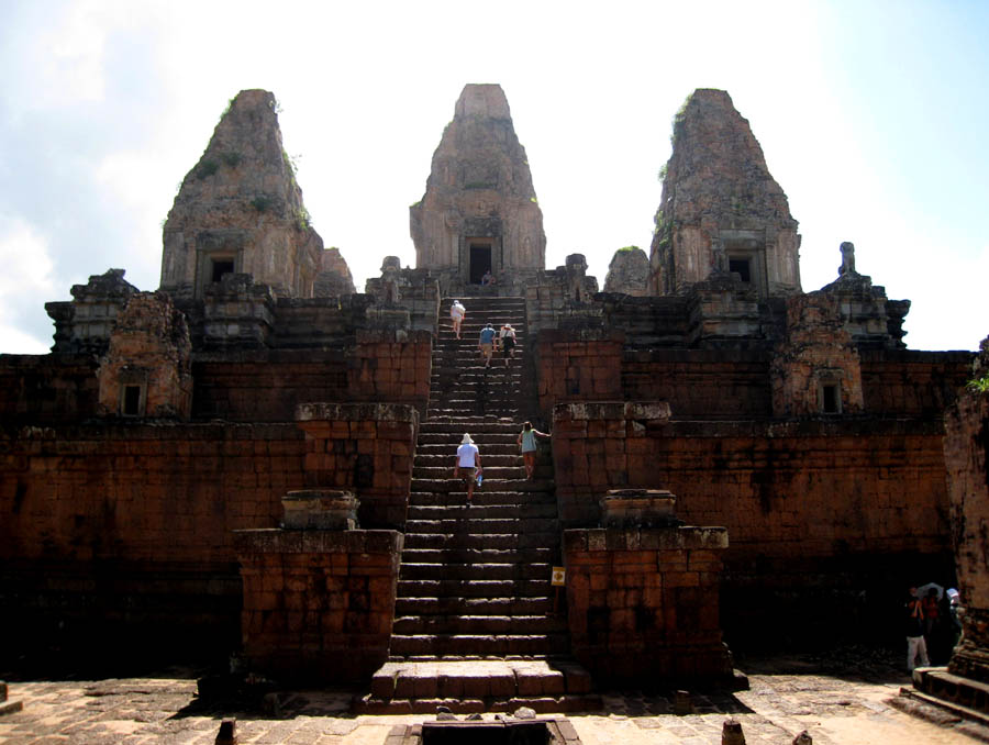 how to get from phnom penh to angkor wat