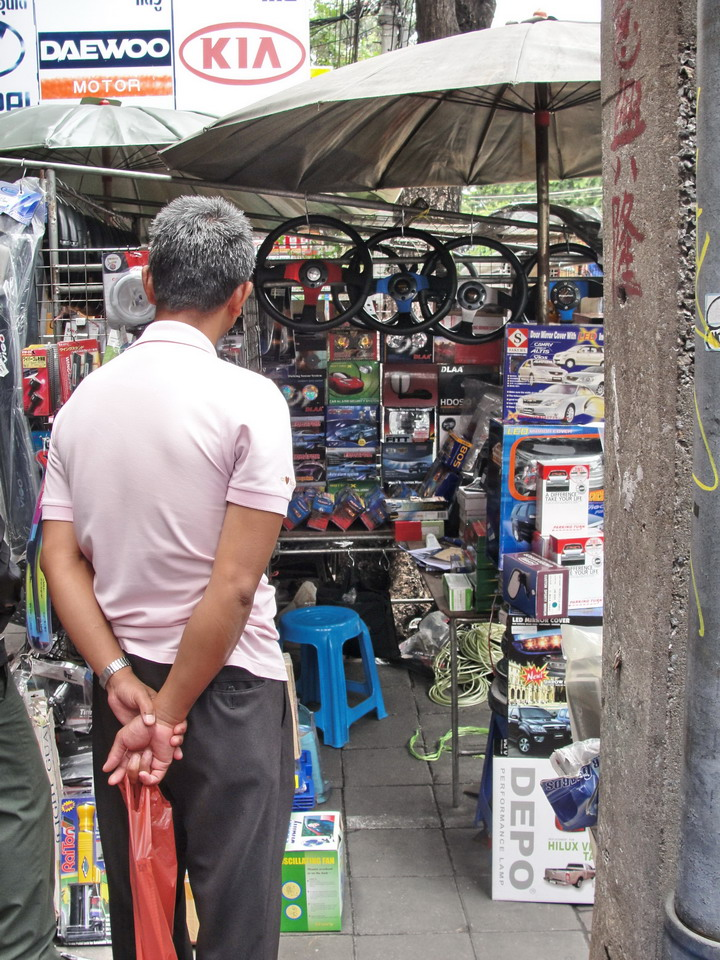 Bangkok auto accessories and secondhand parts. Another bangkok walk.