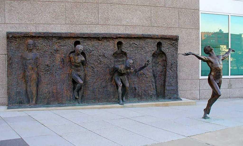 Street Art-desire-freedom-statue-philadelphia-pennsylvania-usa