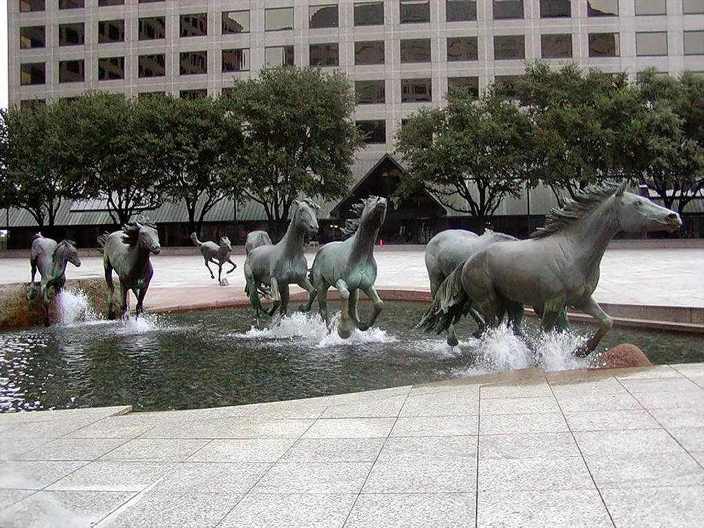 Street Art-horse-statue-most-creative-sculptures-around