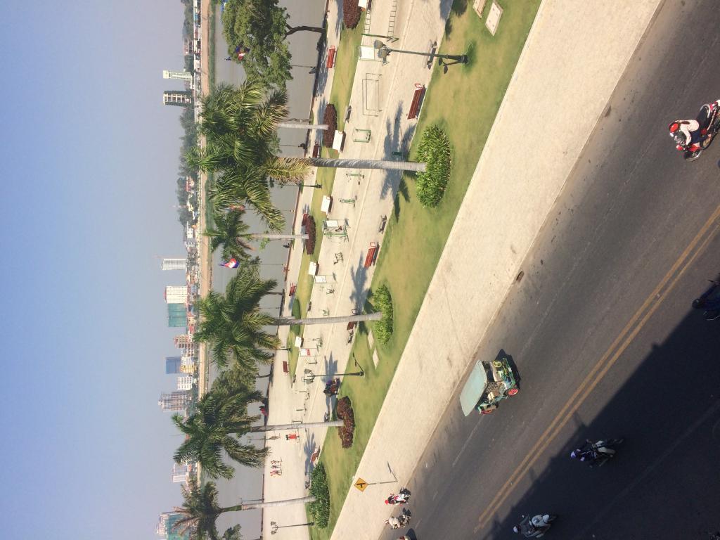 Where do you like to stay in Phnom penh ? Riverside ? Which hotel ?-0e1570ad-ba2e-48c8-8622-755e3ea6cf58-jpg
