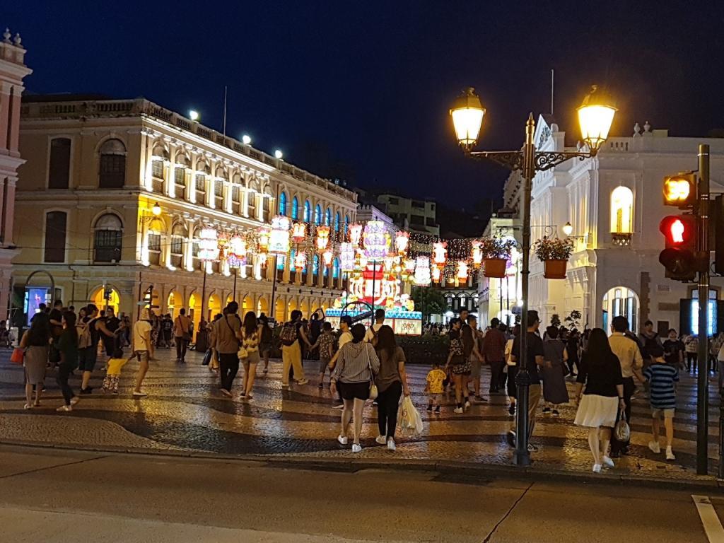Picturethread: a week in Hong Kong and Macau.-20190630_194157-jpg