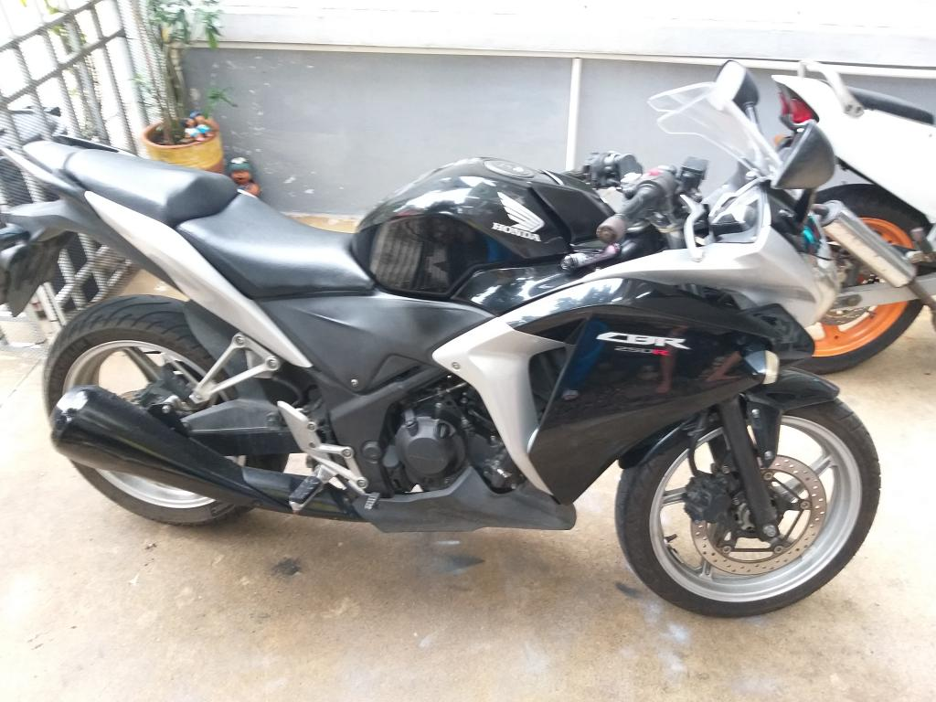 Honda CBR 250 R-20190902_064135-jpg