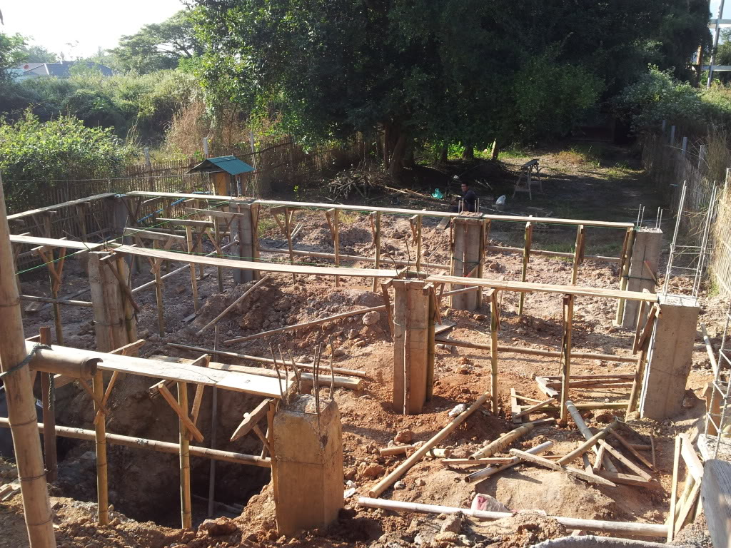 Traditional thai wood house build...-2011-12-07concretepostsback-jpg