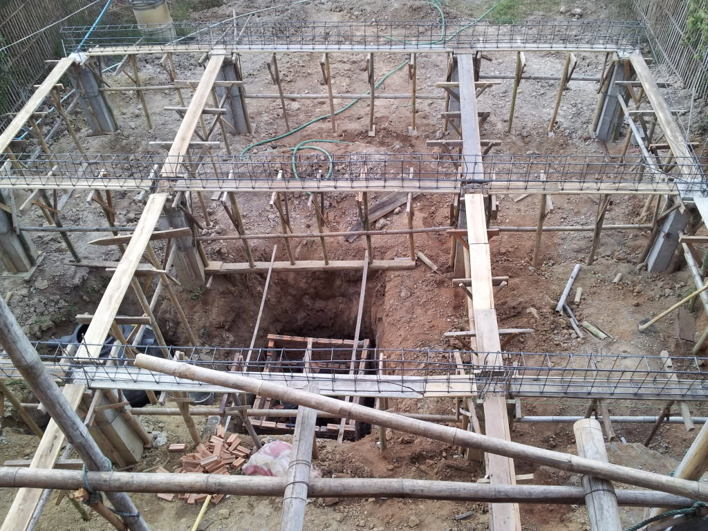 Traditional thai wood house build...-2011-12-10concretebackrebar-jpg
