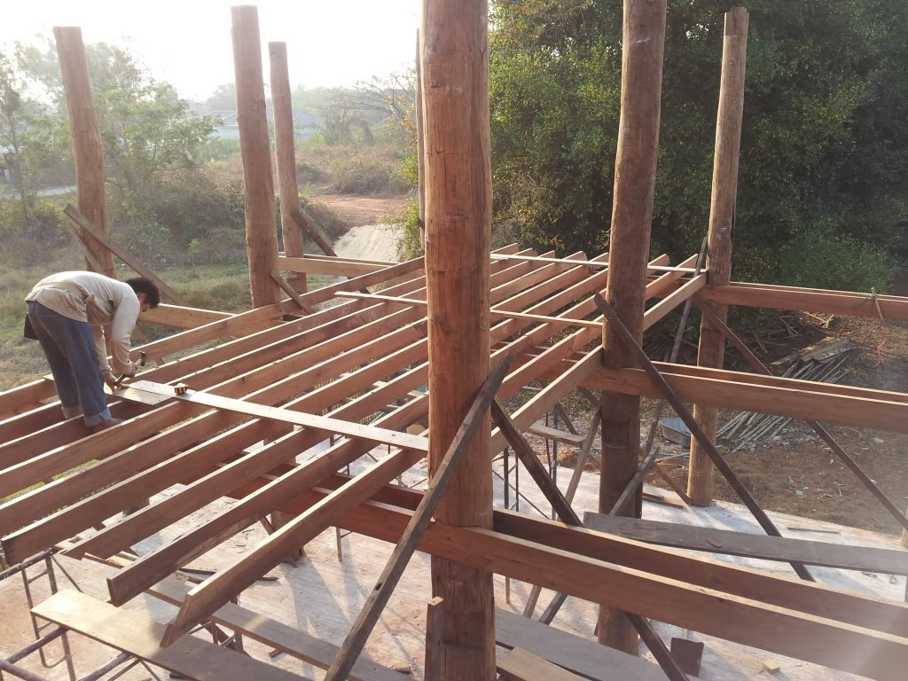 Traditional thai wood house build...-2012-02-16joists-jpg