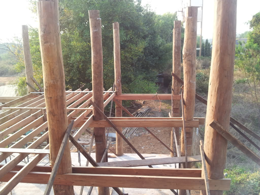 Traditional thai wood house build...-2012-02-16extensionposts-jpg