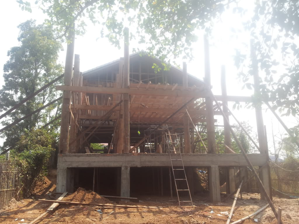 Traditional thai wood house build...-2012-02-19woodextension-jpg