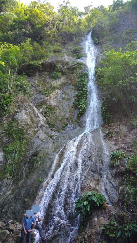 Hiking in the Phils-p_20181007_083030_falls-jpg