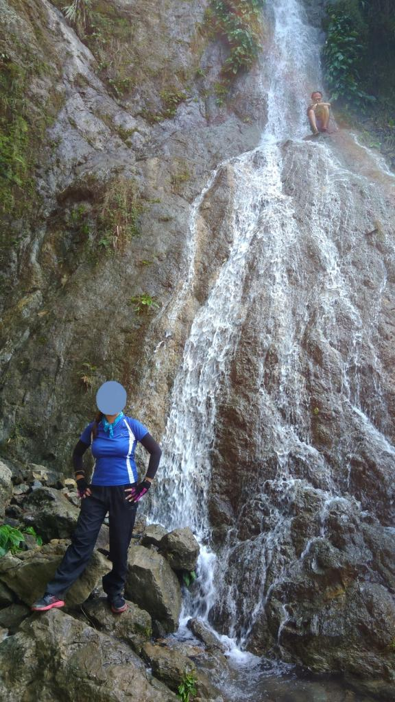 Hiking in the Phils-p_20181007_083346_falls2-jpg