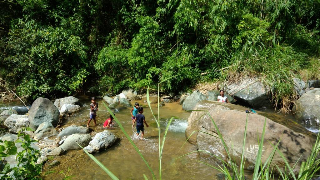Hiking in the Phils-p_20181007_101336_kids_playing-jpg