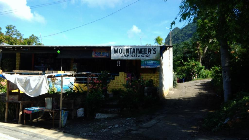 Hiking in the Phils-02_store_jump_off_point-jpg