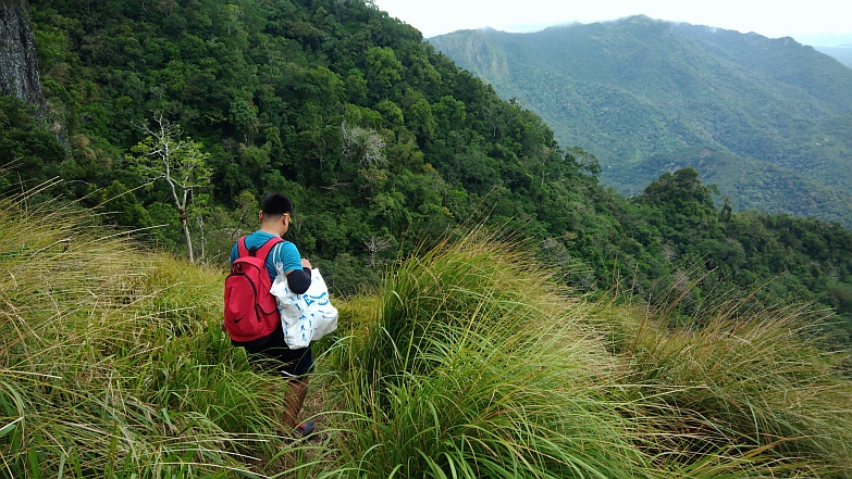 Hiking in the Phils-34_start_descent-jpg