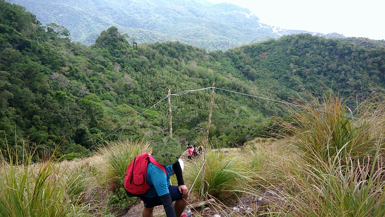 Hiking in the Phils-36_descent_ropes-jpg