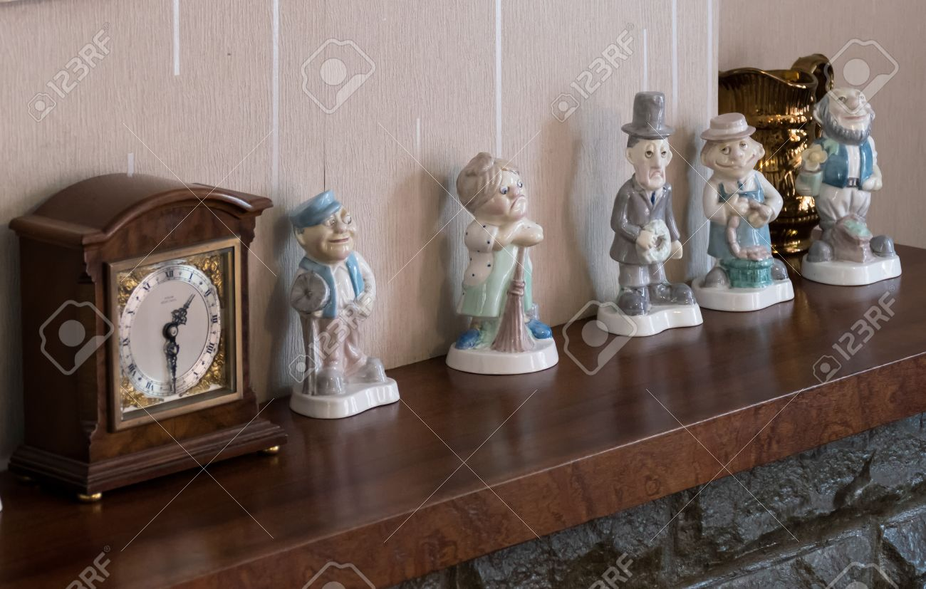 The 'Americans Getting Shot' Thread-39116703-ornaments-clock-1950s-mantelpiece-jpg