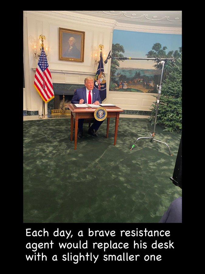 President Donald Trump-desk-jpg
