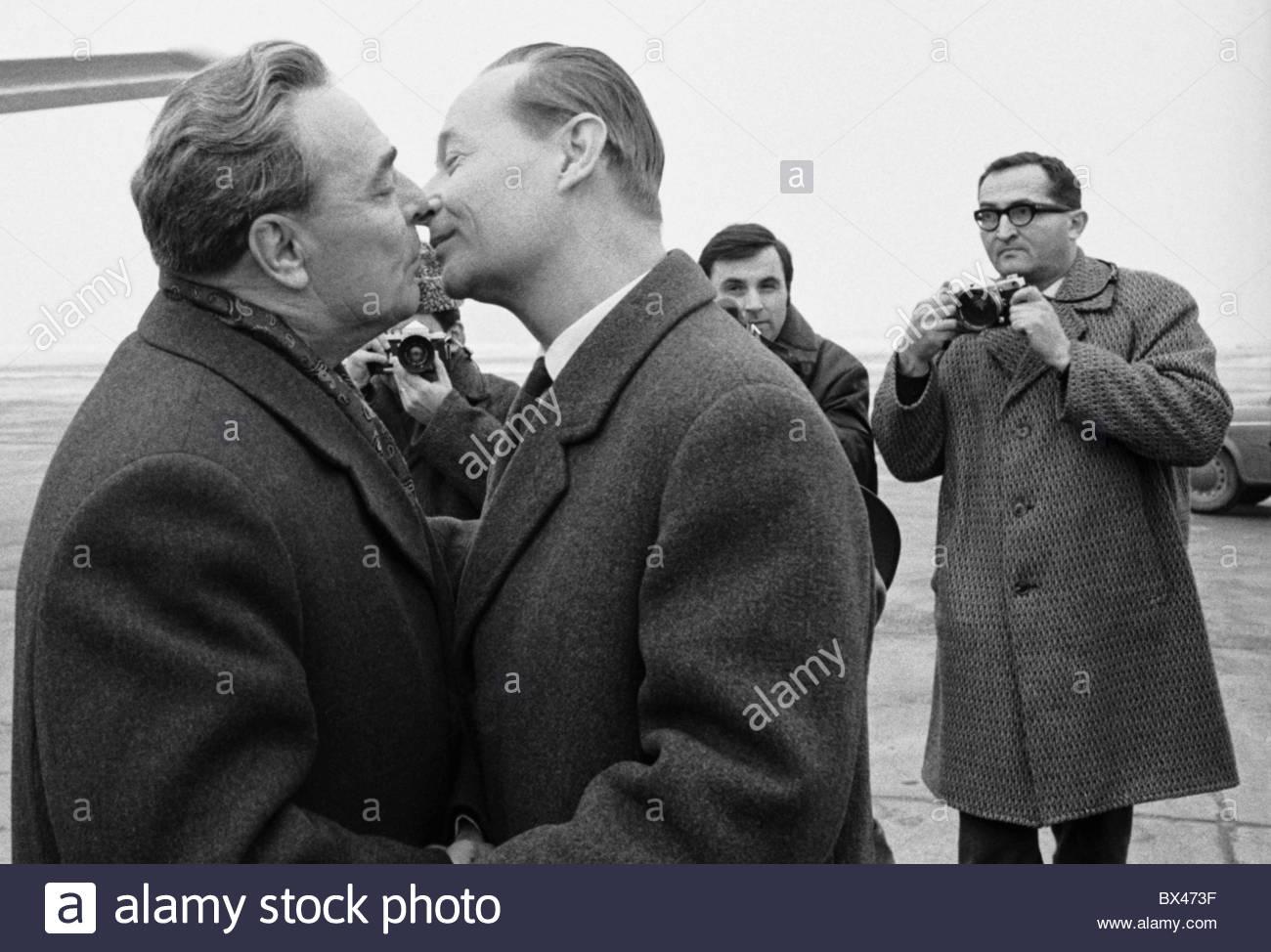6.  20.  1000.   The Soviet Invasion of Czechoslovakia-alexander-dubcek-leonid-brezhnev-kiss-bx473f