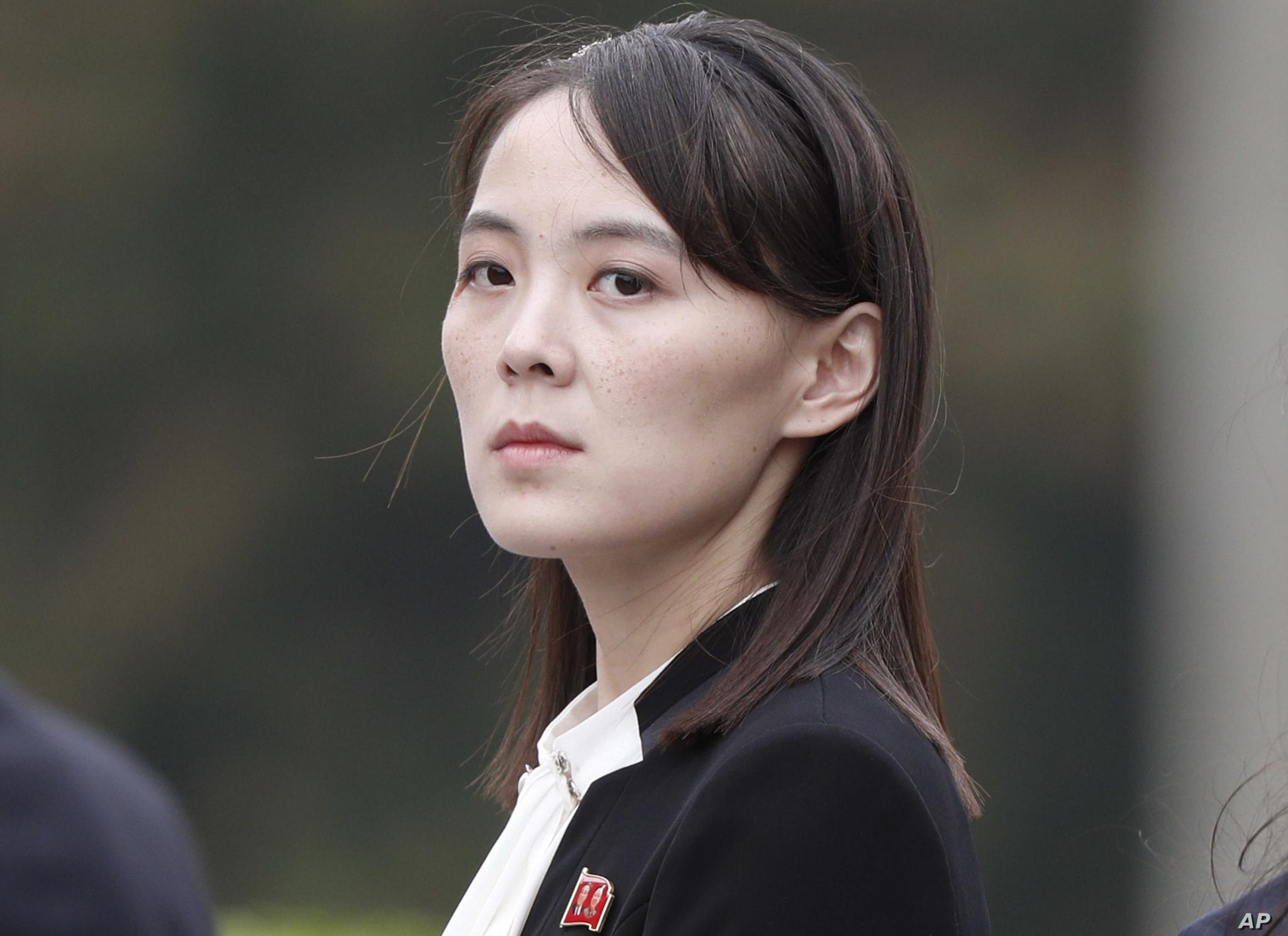 Kim Jong-un apologises and cries-ap_kim-sister-jpg