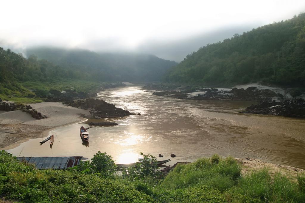 Death by dam for the Mekong-laos-mekong-river-pak-beng-august
