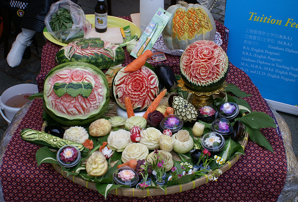 Thailand's Meticulous Fruit Carving Tradition-thai-carving-1-jpg