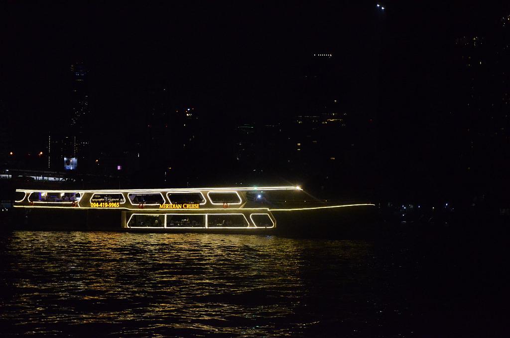 A tourist view of Bangkok-river-cruise-ship-jpg