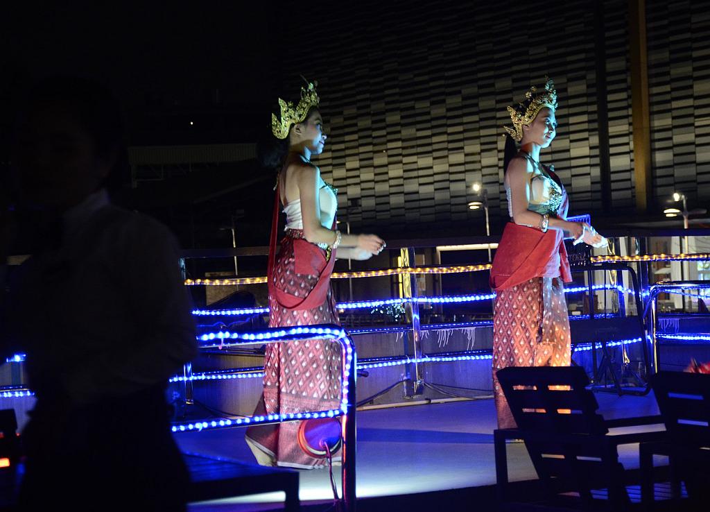 A tourist view of Bangkok-river-cruise-dance-1-jpg