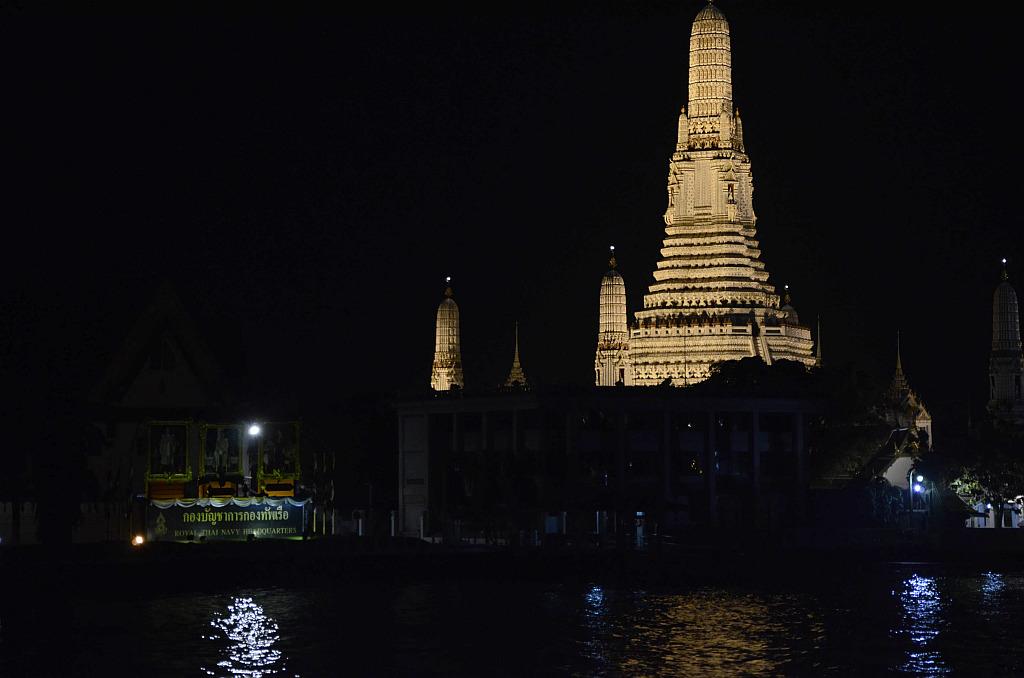 A tourist view of Bangkok-river-cruise-view-1-jpg