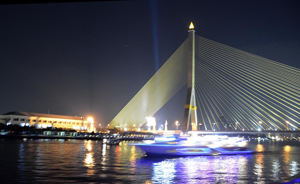 A tourist view of Bangkok-river-cruise-view-3-jpg
