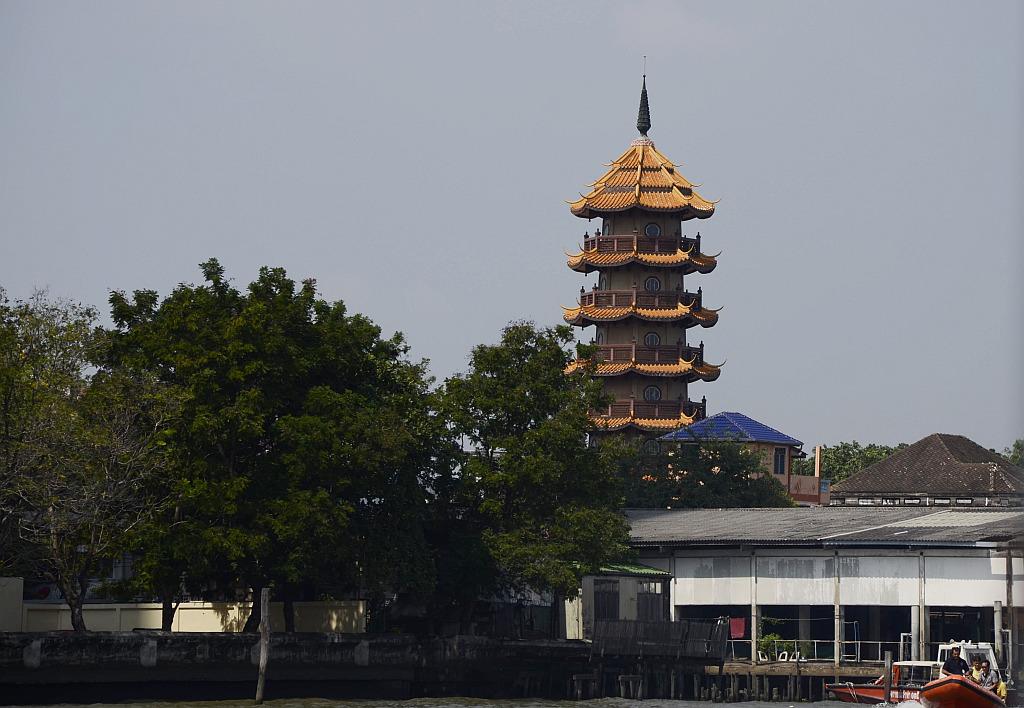 A tourist view of Bangkok-river-taxi-tour-2-jpg