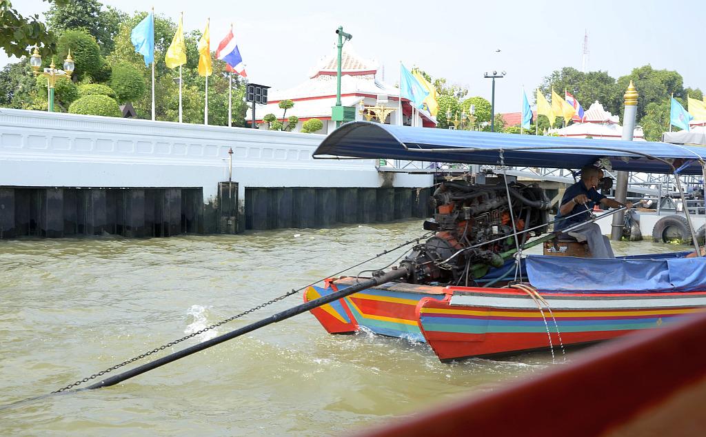 A tourist view of Bangkok-river-taxi-tour-5-jpg
