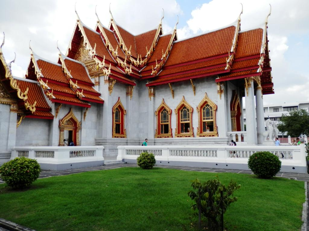 Wat Benchamabophit ... The Marble Temple-p9110086-jpg
