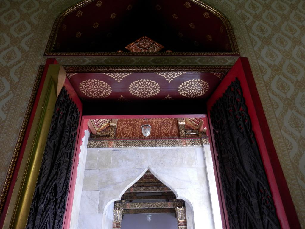 Wat Benchamabophit ... The Marble Temple-p9110052-jpg