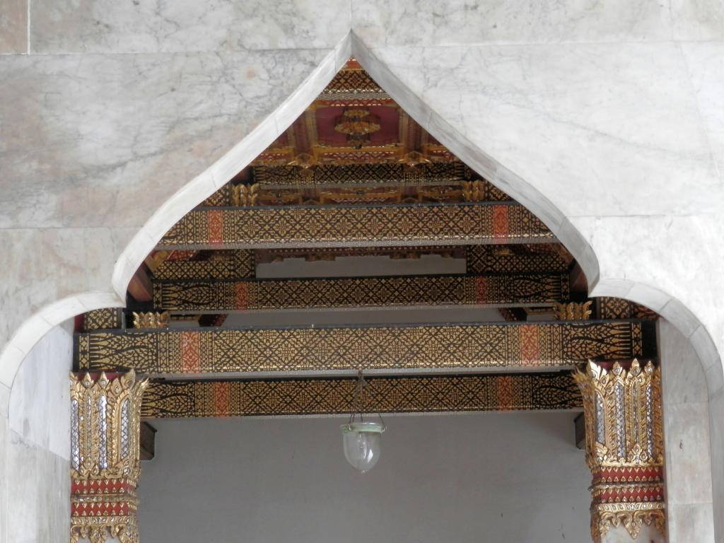 Wat Benchamabophit ... The Marble Temple-p9110053-jpg