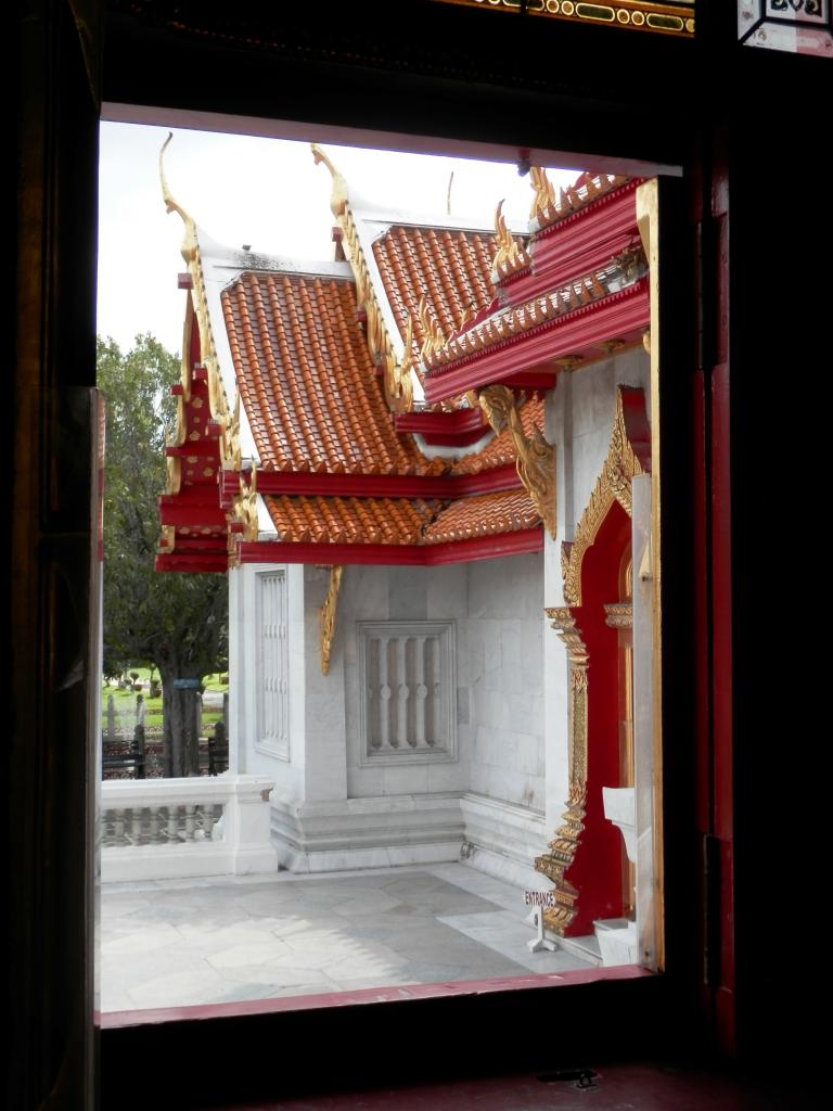 Wat Benchamabophit ... The Marble Temple-p9110042-jpg