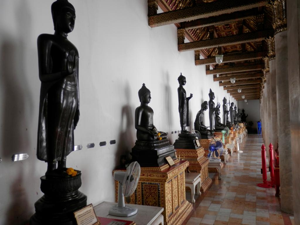 Wat Benchamabophit ... The Marble Temple-p9110055-jpg