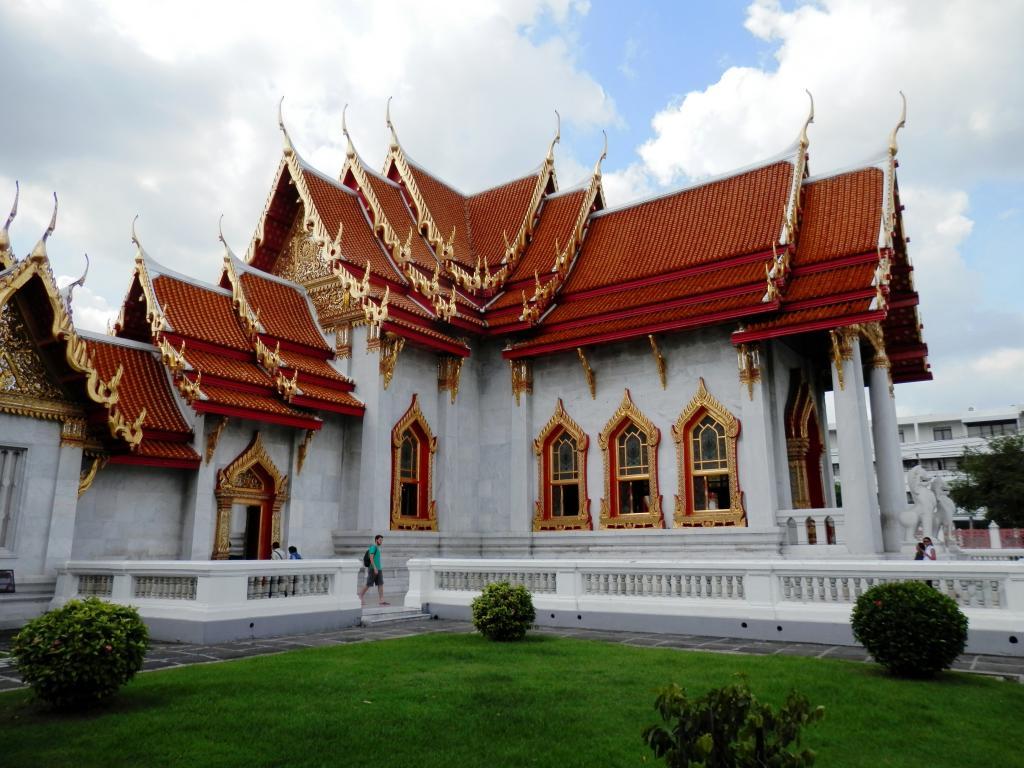 Wat Benchamabophit ... The Marble Temple-p9110085-jpg