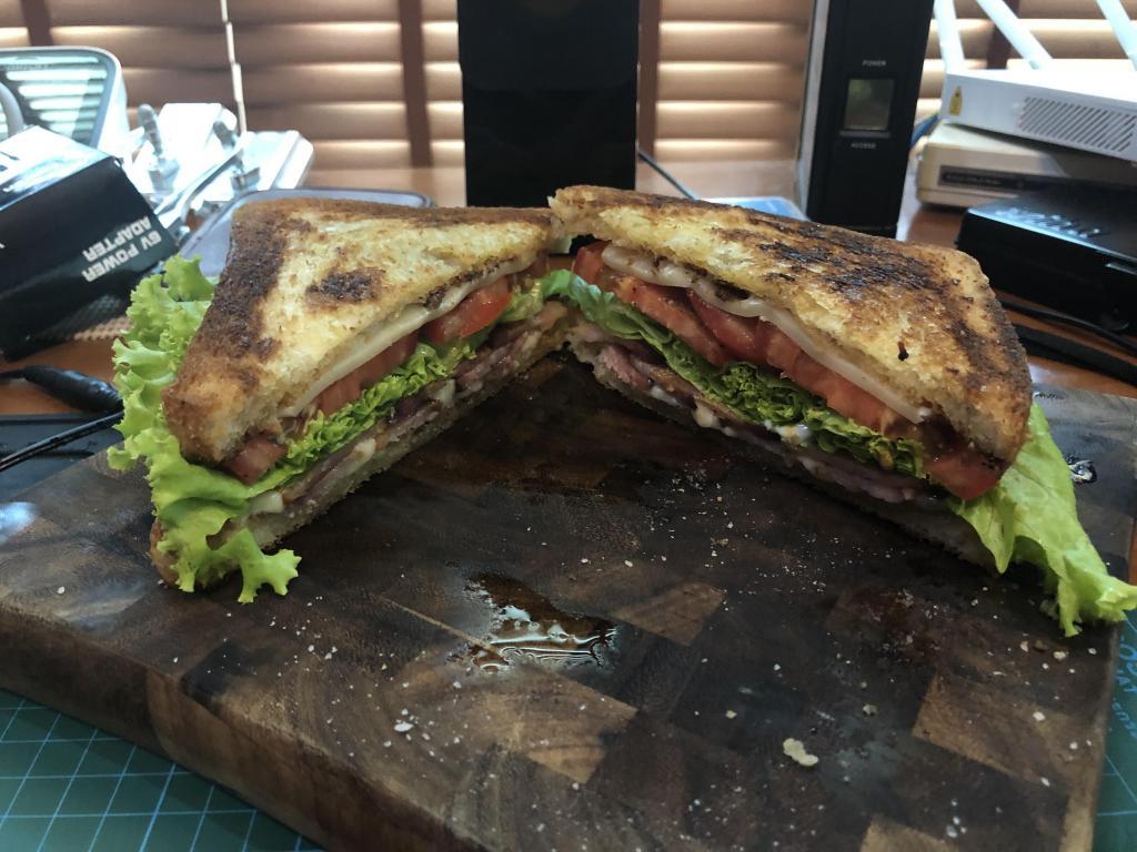 Manwiches-blt-jpg