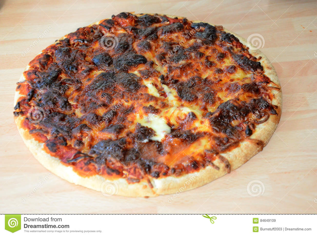 Dinner-burned-pizza-bad-cooking-cheese-84649109-a