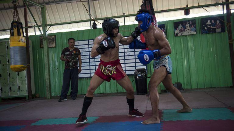 Wanheng Menayothin retires unbeaten in 54 fights: Is boxing's best record a sham?-wa5-jpg