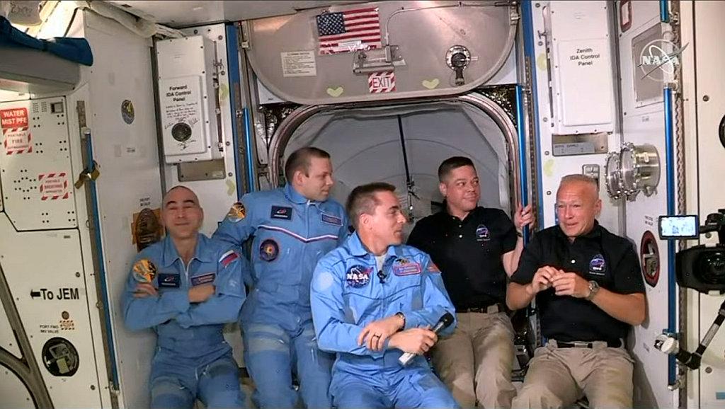 Space News thread-5-astronauts-jpg
