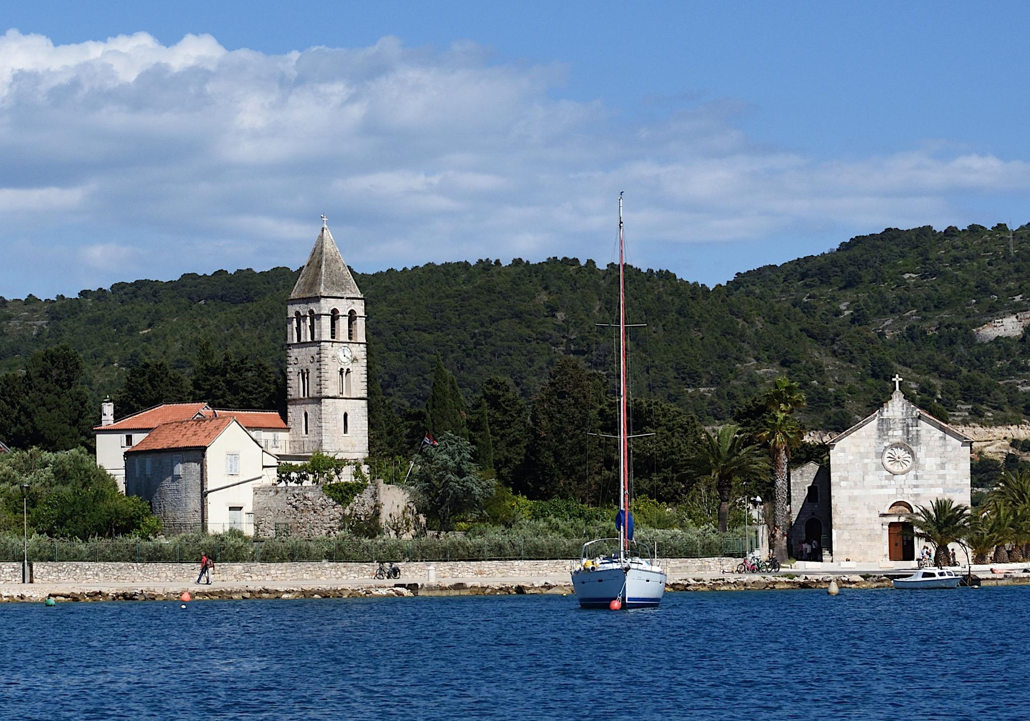 Week Sailing in Croatia-vis_harbour_2443_02-jpg