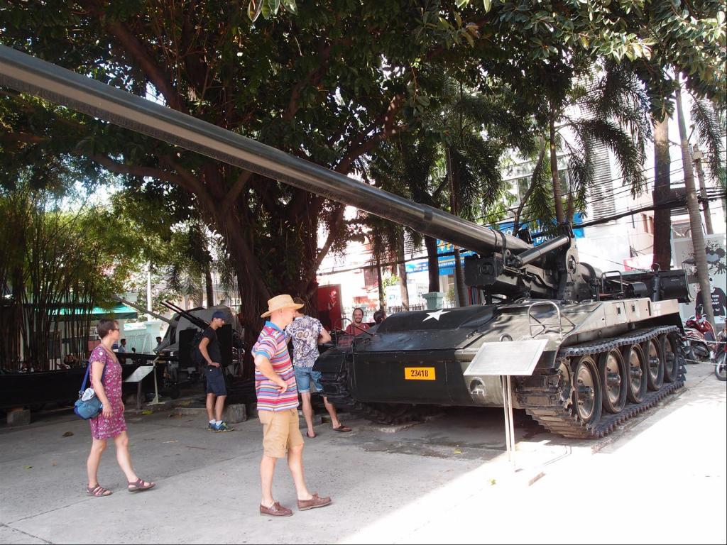 A Stroll around Saigon-pb291975-jpg