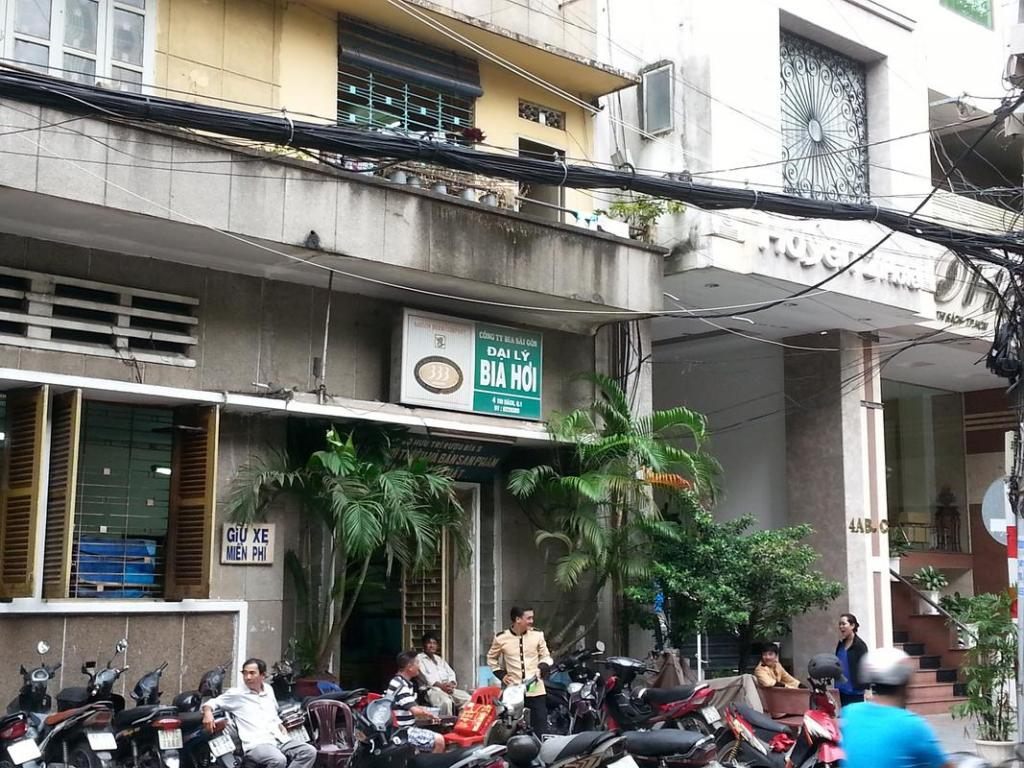 A Stroll around Saigon-hoi-jpg