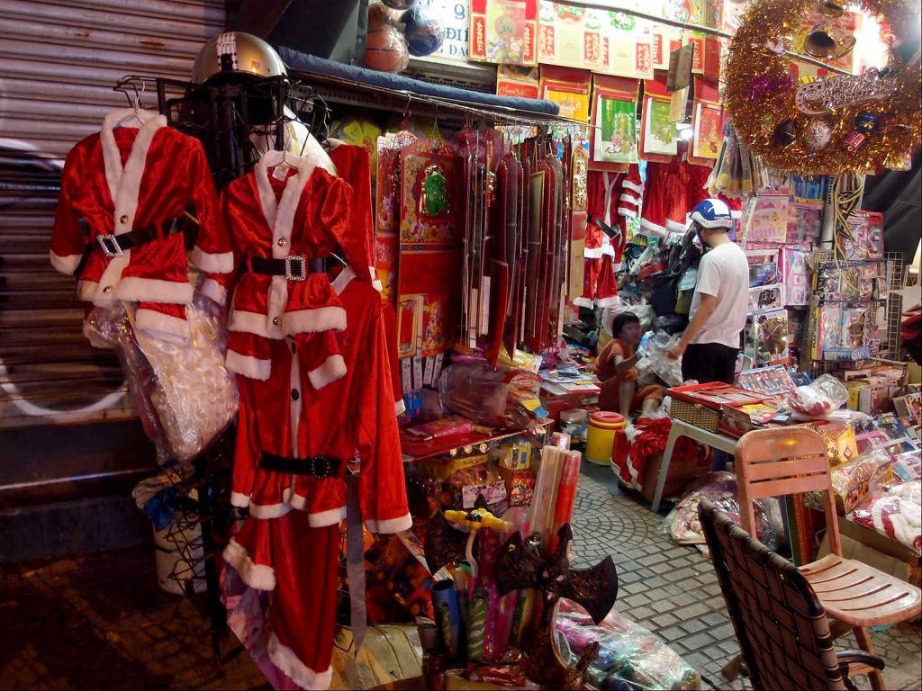 A Stroll around Saigon-pc042797-jpg