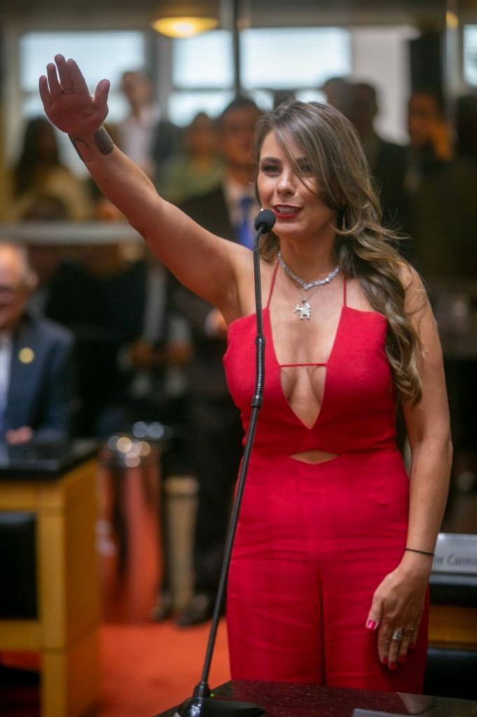 Big titties at swearing-in ceremony-2d15c77b-3b20-4223-a2ff-d83b199d2fee-e1549904280395