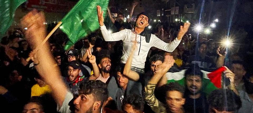Israeli army kills 17 Palestinians in Gaza protests-palaestinenser-feiern-den-jpg