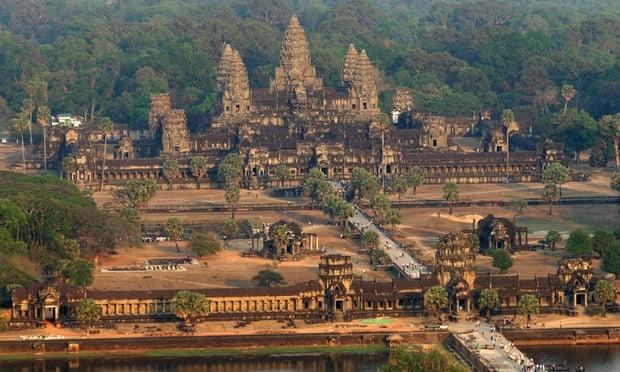 Angkor nude photos: Cambodia to deport US sisters who took