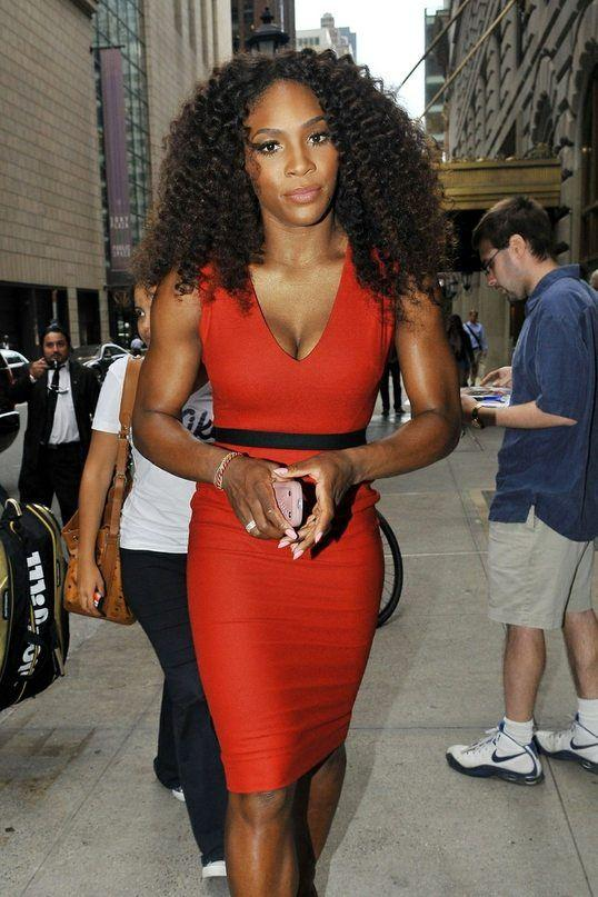 Pregnant Serena Williams poses nearly nude on Vanity Fair